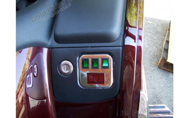 Chrome, interrupteurs et voltmètre panneau de contrôle droit